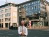 andreas-auf-strasse-vor-commerzbank
